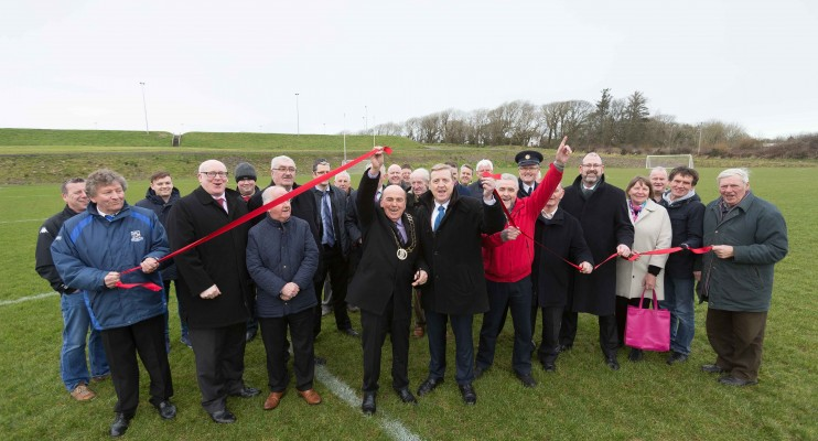 **NO REPRO FEE** New sports facilities open in Kilrush   Mayor of Clare, Councillor Tom McNamara, today (Friday, 9 February 2018) officially opened new integrated playing pitches at the Active Kilrush Sports Complex in Kilrush.  He is pictured with Minister Pat Breen TD, Joe Carey, TD, Senator Martin Conway, Gerry Flynn, Chair of the Social Development SPC, Liam Conneally, Director of Social Development, Clare County Council, Tim Forde, Head of Sports & Recreation, Clare County Council,  Cllr Bill Chambers, Cllr PJ Kelly, Cllr Michael Hillery, Cllr Christy Curtin, Cllr Gabriel Keating, Matthew Kelly, Active Lilrush, James Healy , John Corry, Kilrush Municipal Development and Liam Williams, Chairman Kilrush Sports Complex Board and local supporters. Photograph by Eamon Ward