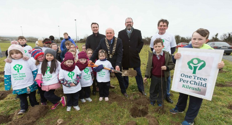 "**NO REPRO FEE** Tom McNamara , Cathaoirleach Clare County Council along with Leonard Cleary, Acting Director of Rural Development, Tim Forde, General Manager Active Ennis/Kilrush Paul Edson, Chairman Kilrush Tidy Towns and pupils from local primary schools St. Senan's NS and Gaelsoil Ui Choimin planting trees as part of the ""One Tree per Child"" initiative at Active Kilrush Sports Project. Kilrush Tidy Towns, in partnership with local schools and Clare County Council, have embarked on an initiative to ensure every child will plant a tree of their own As part of National Tree Week. Photograph by Eamon Ward"